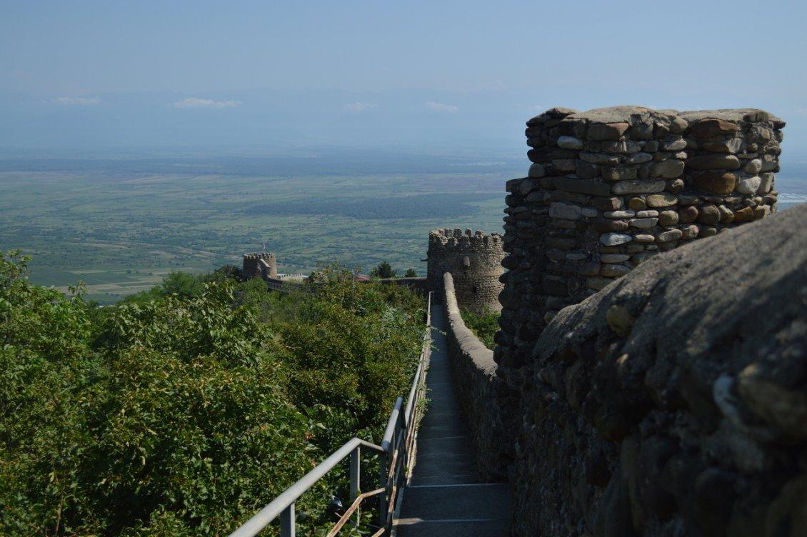Крепостные стены вокруг Сигнахи