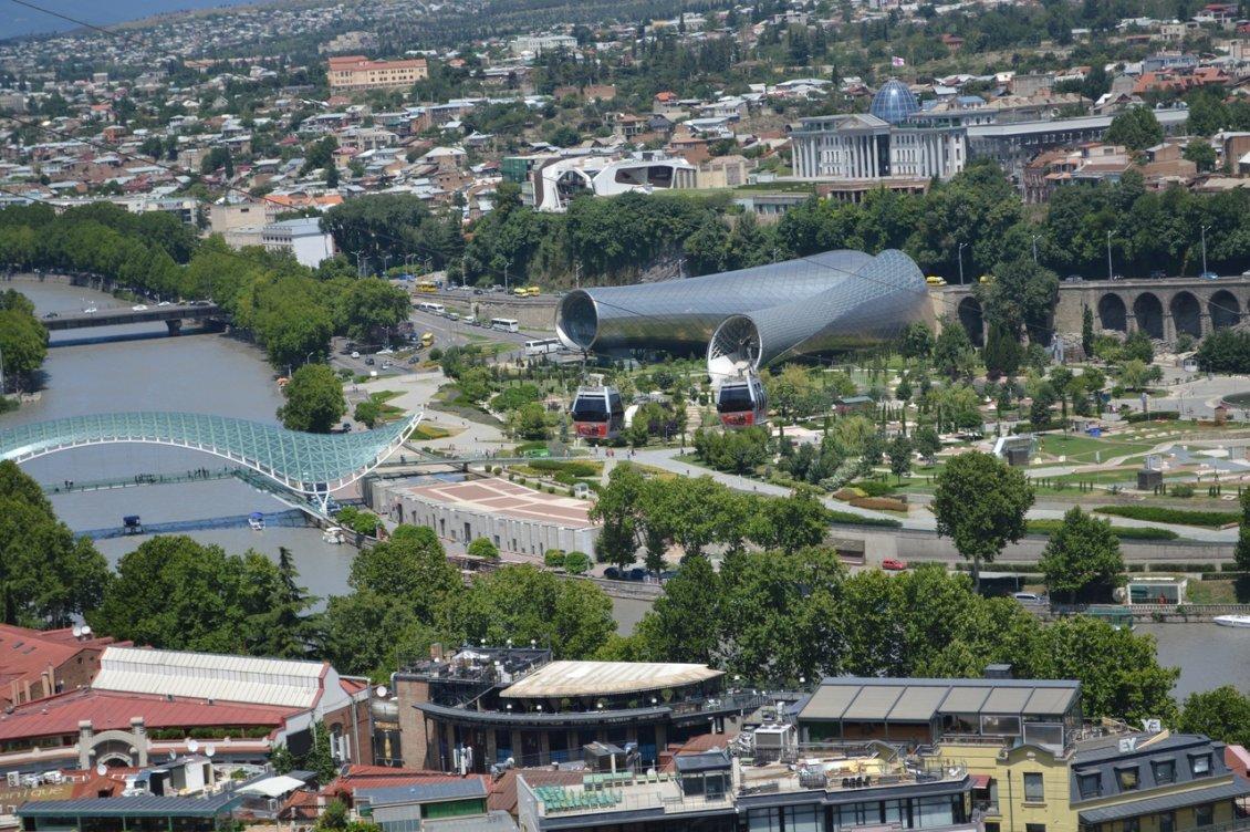 Вид на Тбилиси сверху