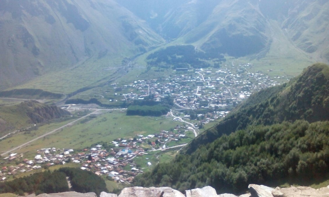 Вид на Казбеги сверху