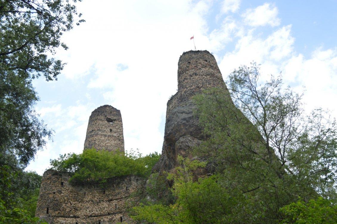 У подножья крепости Хулути