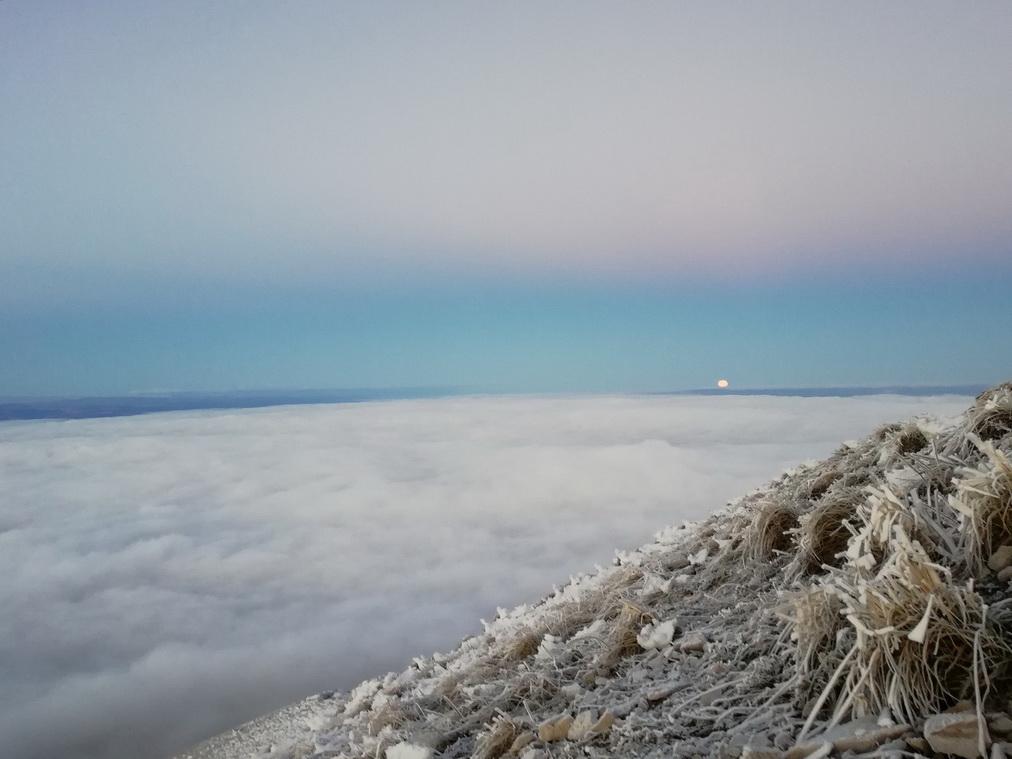 Закат Луны с вершины Бештау