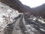 Дорога Жинвали-Шатили весной.jpg