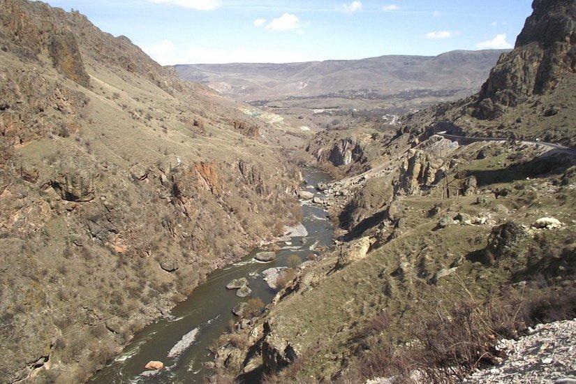 Река Кура весной