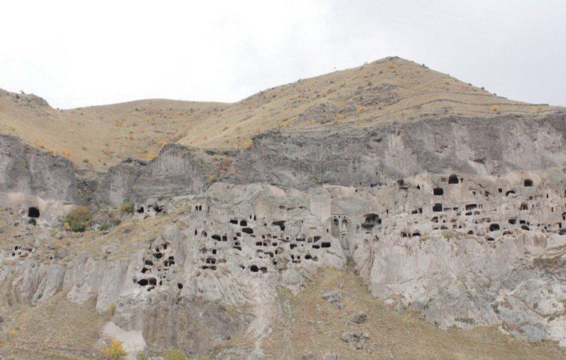 Вардзия - монастырь в горе