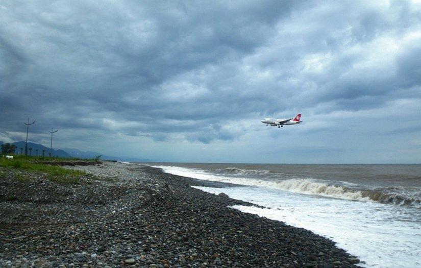 Так садятся самолёты в аэропорту Батуми