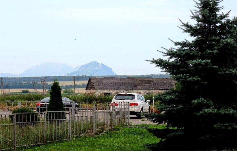 Начинают виднеться горы Кавказа