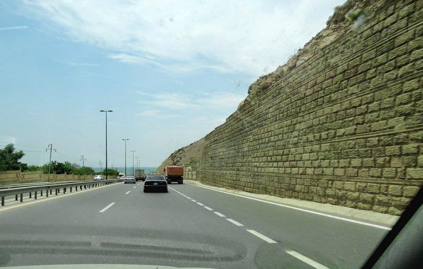 Дорога упирается в Каспийское море