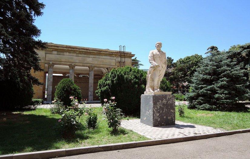 Памятник Сталину в Гори