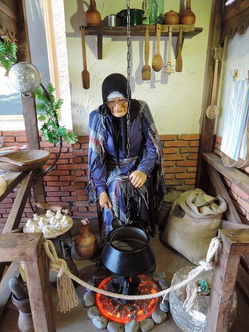 Ненастоящая бабушка