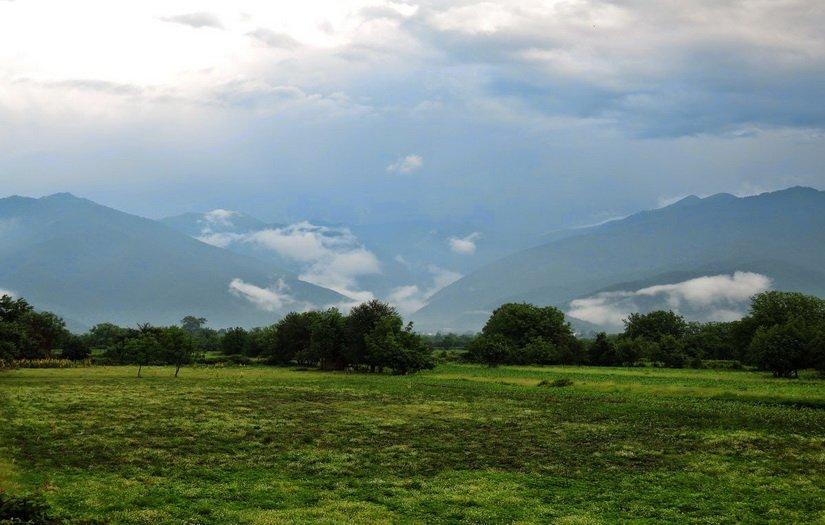 Облака лежат на горах
