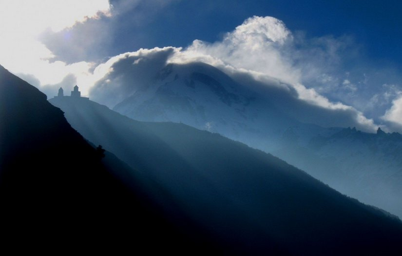 Гергетис Цминда Самеба в облаках