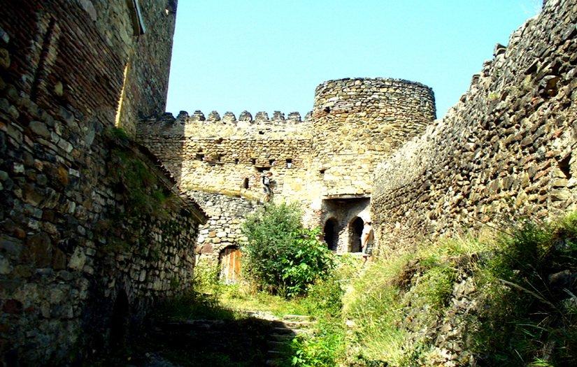 Оборонительные стены и башни