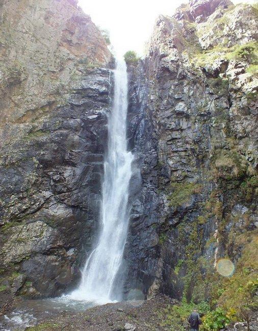 Водопад около Степанцминды
