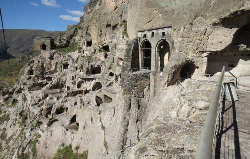 Вардзия - древний скальный монастырь