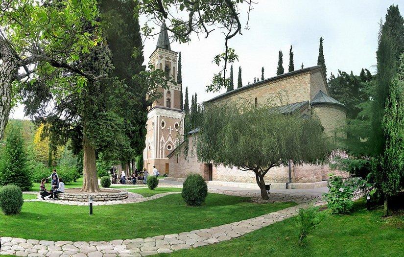 Храм Святого Георгия, колокольня и парк