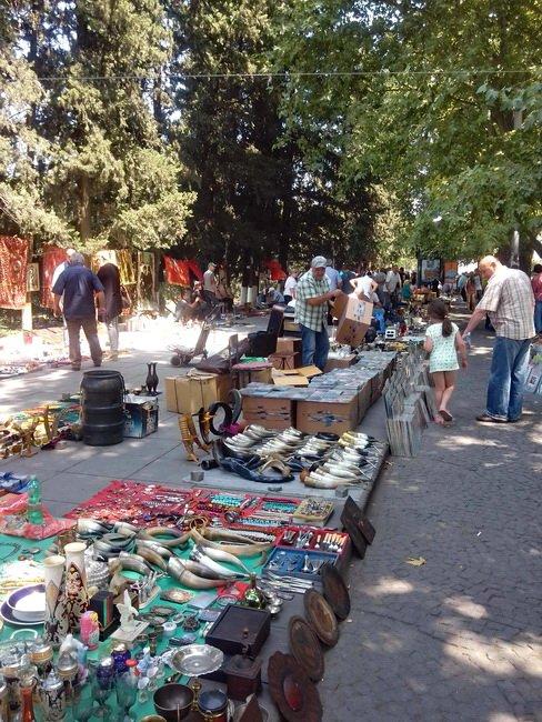 Блошиный рынок в Тбилиси у Сухого моста