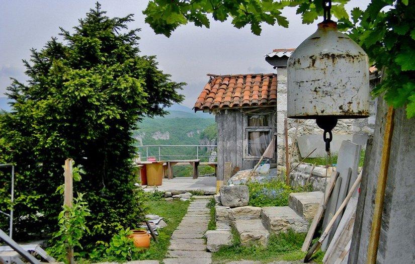Монастырский комплекс на вершине