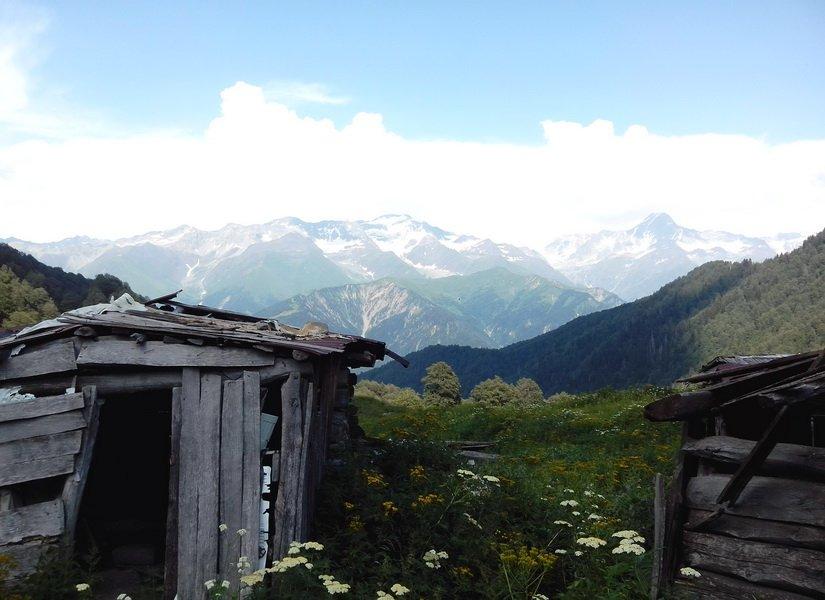 Остатки покинутого села