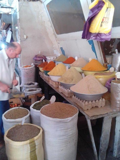 Продажа специй на рынке Кутаиси