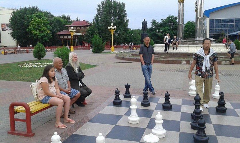 Уличные шахматы в Элисте
